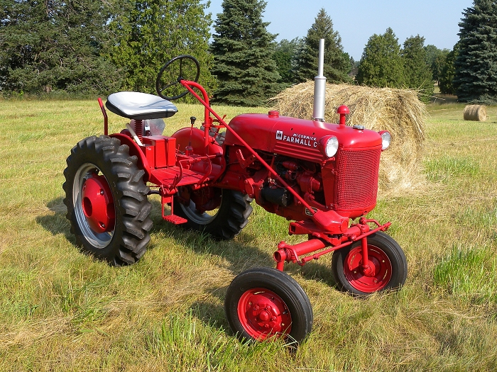 International Harvester Cub Tractor : Farmall cub
